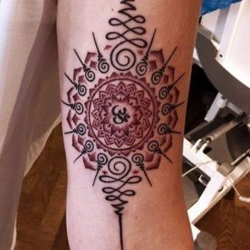 Tatouage mandala femme : 50+ idées de tatouages et leurs significations 113