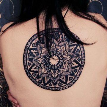 Tatouage mandala femme : 50+ idées de tatouages et leurs significations 194