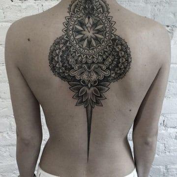 Tatouage mandala femme : 50+ idées de tatouages et leurs significations 187