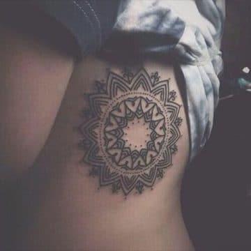 Tatouage mandala femme : 50+ idées de tatouages et leurs significations 186