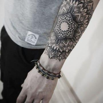 Tatouage mandala femme : 50+ idées de tatouages et leurs significations 185