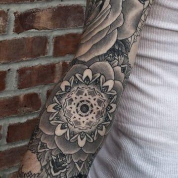 Tatouage mandala femme : 50+ idées de tatouages et leurs significations 183