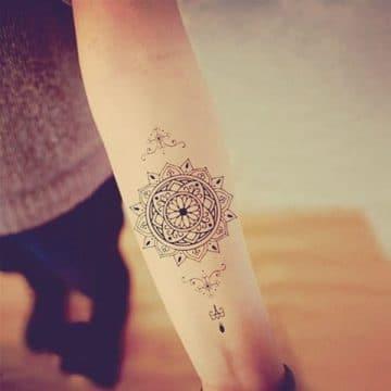 Tatouage mandala femme : 50+ idées de tatouages et leurs significations 175