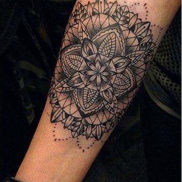 Tatouage mandala femme : 50+ idées de tatouages et leurs significations 173