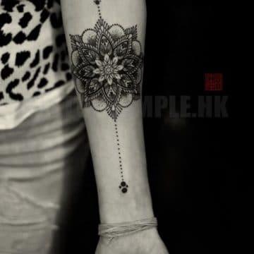 Tatouage mandala femme : 50+ idées de tatouages et leurs significations 165