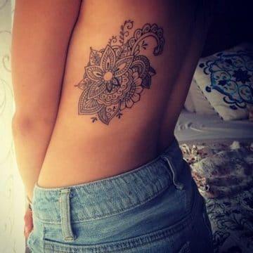 Tatouage mandala femme : 50+ idées de tatouages et leurs significations 110