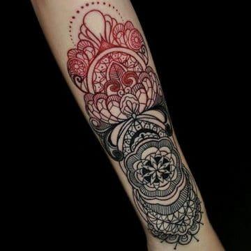 Tatouage mandala femme : 50+ idées de tatouages et leurs significations 164