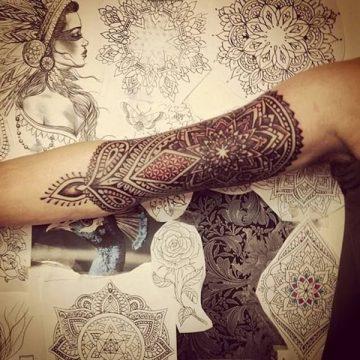 Tatouage mandala femme : 50+ idées de tatouages et leurs significations 161