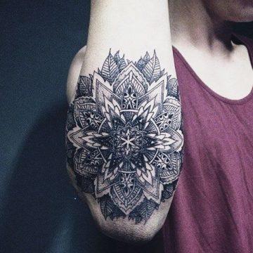 Tatouage mandala femme : 50+ idées de tatouages et leurs significations 148