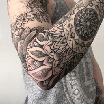 Tatouage mandala femme : 50+ idées de tatouages et leurs significations 147