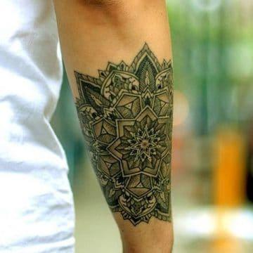Tatouage mandala femme : 50+ idées de tatouages et leurs significations 144