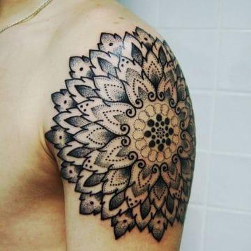 Tatouage mandala femme : 50+ idées de tatouages et leurs significations 141