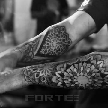 Tatouage mandala femme : 50+ idées de tatouages et leurs significations 139