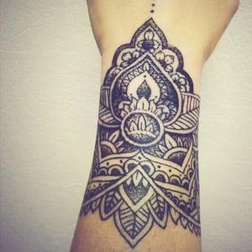 Tatouage mandala femme : 50+ idées de tatouages et leurs significations 137