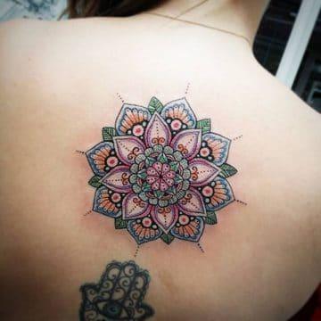 Tatouage mandala femme : 50+ idées de tatouages et leurs significations 134