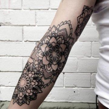 Tatouage mandala femme : 50+ idées de tatouages et leurs significations 130