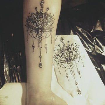 Tatouage mandala femme : 50+ idées de tatouages et leurs significations 127