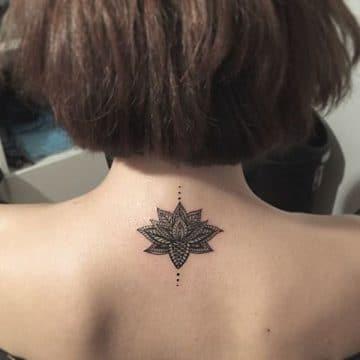 Tatouage mandala femme : 50+ idées de tatouages et leurs significations 123
