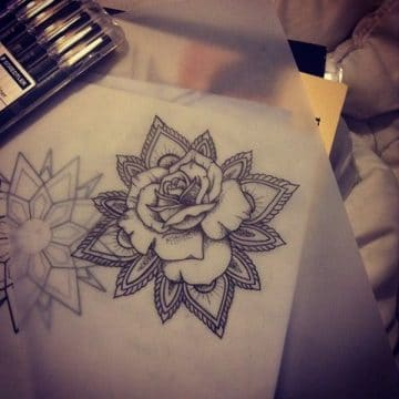 Tatouage mandala femme : 50+ idées de tatouages et leurs significations 122