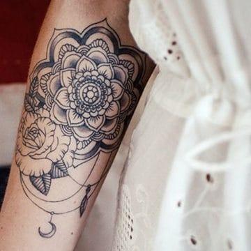 Tatouage mandala femme : 50+ idées de tatouages et leurs significations 121