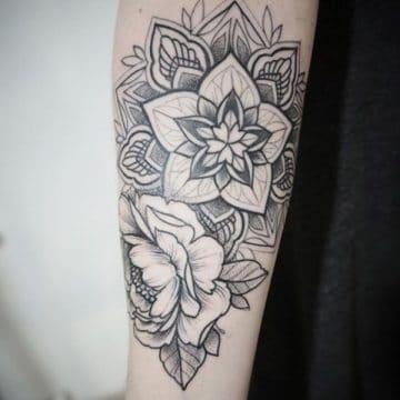 Tatouage mandala femme : 50+ idées de tatouages et leurs significations 119