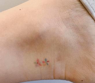 Tatouage discret femme : 50+ idées de tatouages et leurs significations 51