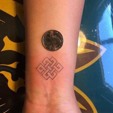 Tatouage discret femme : 50+ idées de tatouages et leurs significations 59