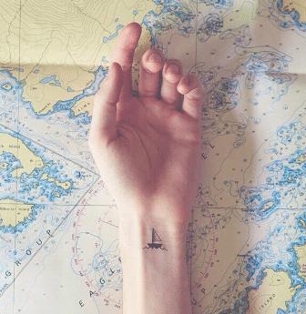 Tatouage discret femme : 50+ idées de tatouages et leurs significations 60