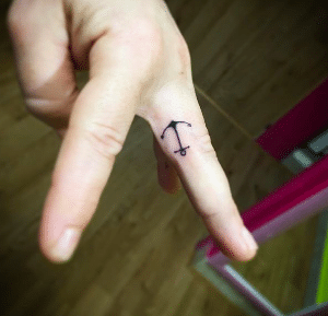 Tatouage discret femme : 50+ idées de tatouages et leurs significations 75