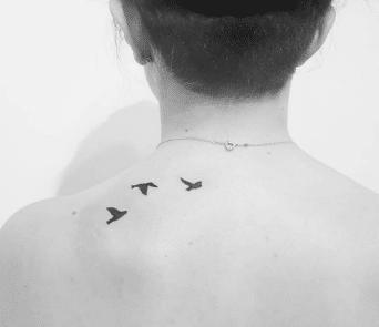 Tatouage discret femme : 50+ idées de tatouages et leurs significations 82