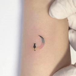 Tatouage discret femme : 50+ idées de tatouages et leurs significations 88