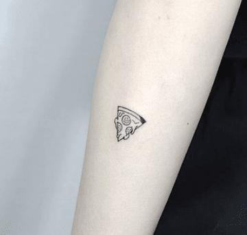 Tatouage discret femme : 50+ idées de tatouages et leurs significations 90