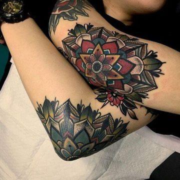 Tatouage manchette femme : 50+ idées de tatouages et leurs significations 93