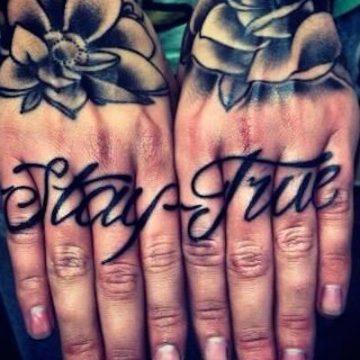 Tatouage doigt femme : 20+ idées de tatouages et sa signification 79