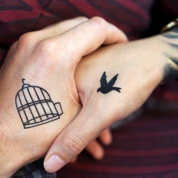 Tatouage main femme : 30+ idées de tatouages et leurs significations 4