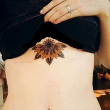 Tatouage poitrine femme : 96+ idées de tatouages et leurs significations 92