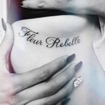 Tatouage poitrine femme : 96+ idées de tatouages et leurs significations 37