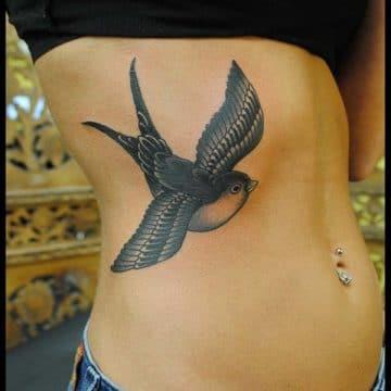 Tatouage poitrine femme : 96+ idées de tatouages et leurs significations 77