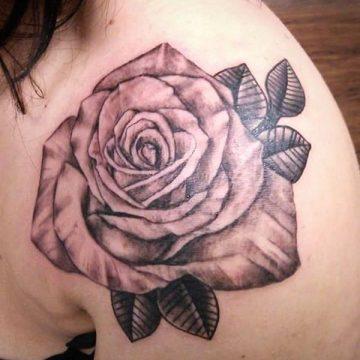 Tatouage rose : 150+ idées de tatouages et leurs significations 256
