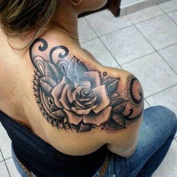 Tatouage rose : 150+ idées de tatouages et leurs significations 220