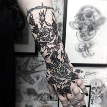 Tatouage rose : 150+ idées de tatouages et leurs significations 215