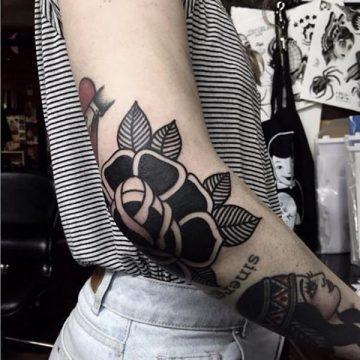 Tatouage rose : 150+ idées de tatouages et leurs significations 214
