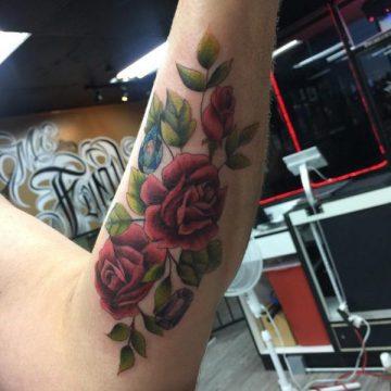 Tatouage rose : 150+ idées de tatouages et leurs significations 142