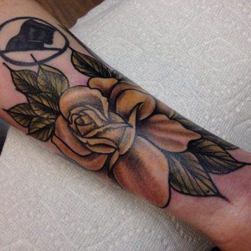 Tatouage rose : 150+ idées de tatouages et leurs significations 166