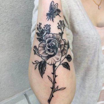 Tatouage rose : 150+ idées de tatouages et leurs significations 158