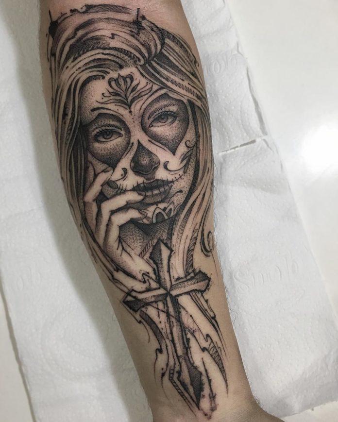 10 2 à 40 tatouages croisés pour hommes
