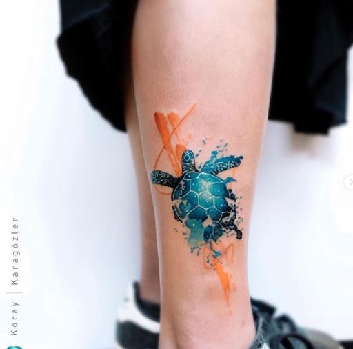 Tatouage de jambe de tortue aquarelle