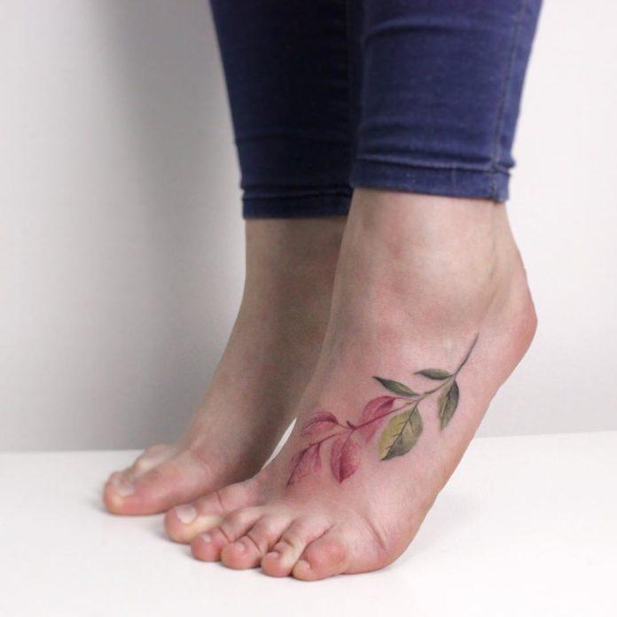 17 5 - 40 Tatouages Pied pour Femme