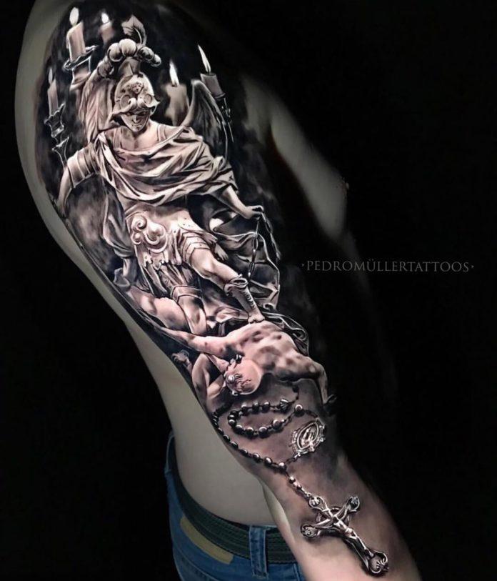 18 2-40 tatouages croisés pour hommes