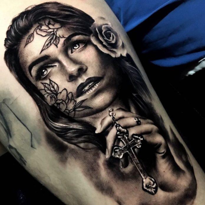 22 4 - 40 tatouages croisés pour hommes